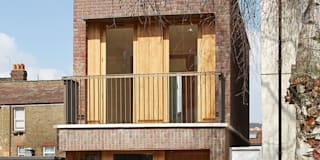 Street view of front garden and balcony: scandinavian Houses by Satish Jassal Architects