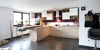Cocinas de estilo moderno por Küchen Quelle