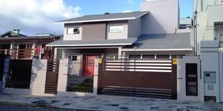 Casas de estilo moderno por Tuti Arquitetura + Verde