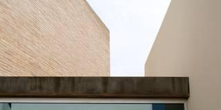 Casa Masip: Casas de estilo moderno de Ascoz Arquitectura