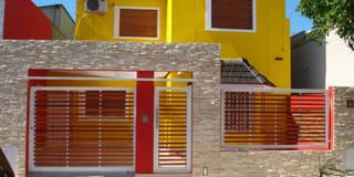 Frente reformado:  de estilo  por Somos Arquitectura
