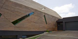 Haus Bo: moderne Häuser von Anthrazitarchitekten