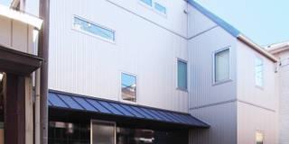 庭を囲む家: ユミラ建築設計室が手掛けた家です。