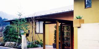植栽の壁: ユミラ建築設計室が手掛けた家です。