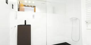 modern Bathroom by Empresa constructora en Madrid