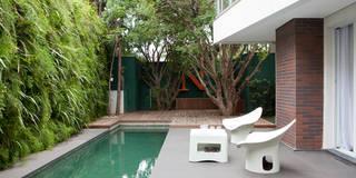Albercas de estilo moderno por Antônio Ferreira Junior e Mário Celso Bernardes