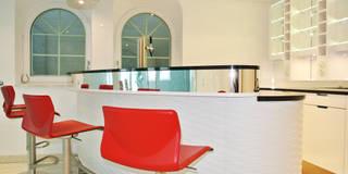 Poolbar: moderner Pool von Planungsbüro für Innenarchitektur