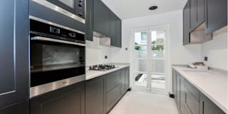 Chelsea townhouse: modern Kitchen by adventures in living