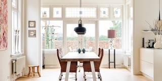 Tafel Dani in combinatie met de eetkamer stoelen van Montis:   door Jolanda Knook interieurvormgeving