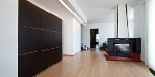 Casa LM: Soggiorno in stile in stile Moderno di Laboratorio di Progettazione Claudio Criscione Design