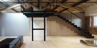 Casale La Mandriola: Soggiorno in stile in stile Industriale di CAFElab studio