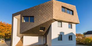 Dachaufstockung für ein Architekturbüro: ausgefallene Häuser von Helwig Haus und Raum Planungs GmbH