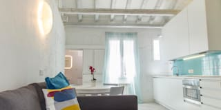 TURQUOISEBLUE: Salones de estilo moderno de Sucursal urbana universo Sostenible