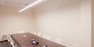 Iluminación sala de juntas: Estudios y despachos de estilo ecléctico de Taralux Iluminación, S.L.