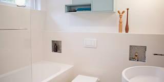modern Bathroom by IJzersterk interieurontwerp