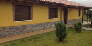 Casa una Planta (Asturias): Casas de estilo rústico de MODULAR HOME