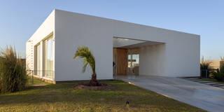 Casas de estilo minimalista de VISMARACORSI ARQUITECTOS