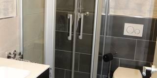 Auch Kleine Bäder können großartig sein!: moderne Badezimmer von Bad Campioni