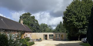 Hurdle House: modern Houses by Adam Knibb Architects