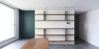 모던한 느낌의 아파트 인테리어_35py: 홍예디자인의  거실
