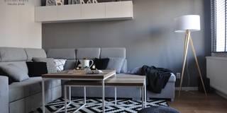 Metamorfoza domu jednorodzinnego : styl , w kategorii Salon zaprojektowany przez Architekt wnętrz Klaudia Pniak