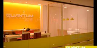 QUANTUM Arquitectura | Agrimensura: Oficinas y Tiendas de estilo  por QUANTUM | Arq. Betiana Denardi