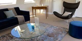 Pied à terre parisien entièrement re-décoré: Salon de style de style Moderne par Catherine Plumet Interiors