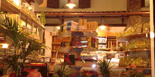 Ristorante e pizzera ''O' Vesuvio'': Sala da pranzo in stile in stile Moderno di Sfera Design Srls