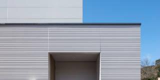 中野の家Ⅲ 高台の旗竿敷地の住宅。高台の利点を活かし家族の思いを詰込んだ: 有限会社アルキプラス建築事務所が手掛けた家です。