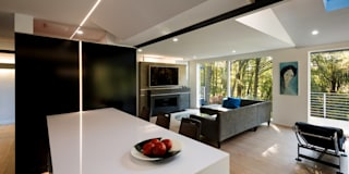 Cache House: modern Living room by KUBE Architecture