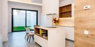 Cocinas de estilo mediterraneo por Lara Pujol     Interiorismo & Proyectos de diseño