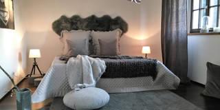 Schlafzimmer in einem Landhaus: landhausstil Schlafzimmer von home staging Agentur Geschka