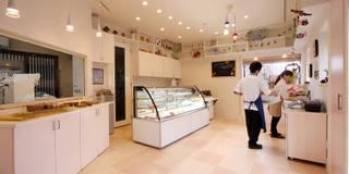 鉄骨倉庫リノベーション~洋菓子&レストラン~: 株式会社ハウジングアーキテクト建築設計事務所が手掛けたです。