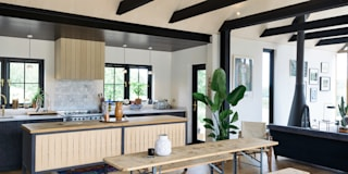 Cocinas de estilo rústico de deVOL Kitchens