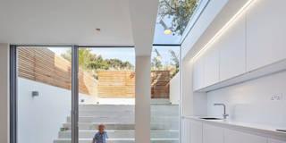 Sophie Nguyen Architects Ltd: modern tarz Yemek Odası