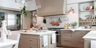 Cocinas de estilo clásico por DEULONDER arquitectura domestica