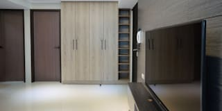 客廳/玄關:  客廳 by ISQ 質の木系統家具