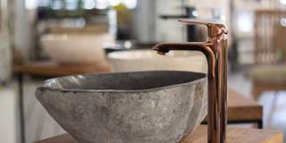 Umywalka z kamienia rzecznego Lux4home™: styl , w kategorii  zaprojektowany przez Lux4home™
