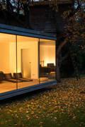 Saunapavillon im Odenwald: minimalistischer Garten von Karl Kaffenberger Architektur | Einrichtung