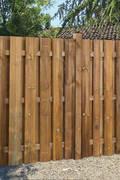 Rustiko Sichtschutzzaun von © Braun & Würfele, 2017: rustikaler Garten von Braun & Würfele - Holz im Garten