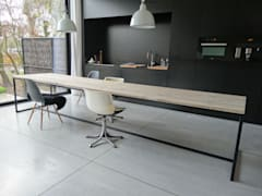 Tisch aus Bauholz mit Untergestell aus Stahl:   von PURE Wood Design