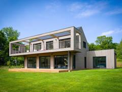 Construction d'une propriété contemporaine: Maisons de style de style Moderne par Dina
