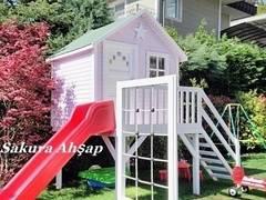 Sakura Ahşap – Ahşap Yıldız Oyun Evi: modern tarz Bahçe