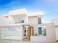 Casas de estilo moderno por Cristiane Locatelli Arquitetos & Associados