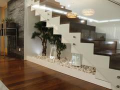 Pasillos, vestíbulos y escaleras de estilo clásico de HC Interiores