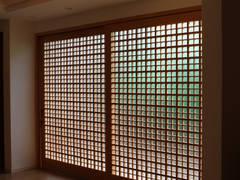 美しい親子格子戸: 有限会社種村建具木工所が手掛けた窓です。