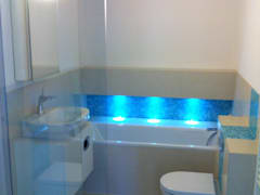 Luxury Bathroom: classic Bathroom by Threesixty Services Ltd