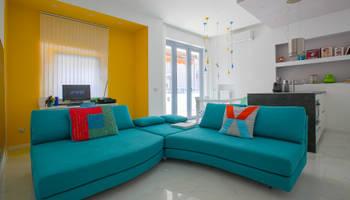 Реконструкция квартиры площадью 45 кв. М в Милане: современная гостиная с реструктурирующими домами