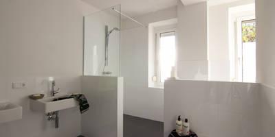 Zonen: moderne Badezimmer von MINTSTAGING e.K. Agentur für Interior Design & Raumkonzepte