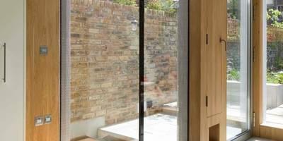 Sam Tisdall Architects LLP: modern tarz Pencere & Kapılar